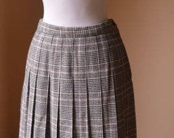 Vintage Virgin Wool Plaid Skirt By Pendleton Size 10 Petite Small, Black And Pink Wool Pleated Skirt Size 10 Petite