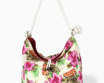 Dolores Reversible Bucket Tote: Flora