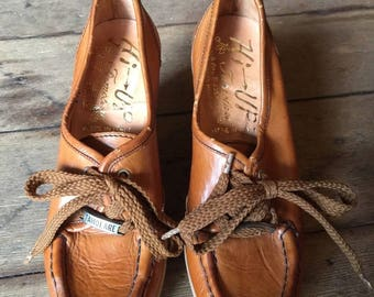 Vintage 1970s FAMOLARE Hi-Up Leather Wedges Italy 4M Shoes Heels Laced