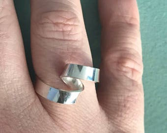 Amongst the waves Ring