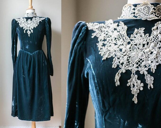Featured listing image: 1970s 80s Green Velvet Jessica McClintock Formal Dress Vintage Lace Hippie Romantic