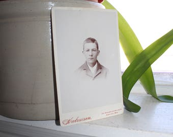 Antique Photograph Handsome Young Victorian Man 1800s Cabinet Card