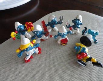 D153)  Vintage Smurf Figures