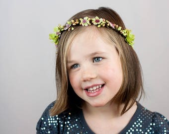 Wedding: Crown of flowers and berries child: Spring