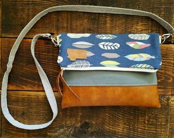 Crossbody/Navy linen feather print/Montana Patch/Foldover Crossbody/vegan leather/White zipper/Montana patch bags