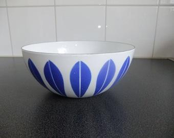 Vintage Cathrineholm Lotus enamel bowl - white and blue - Grete Prytz Kittelsen - Norway - 1960s