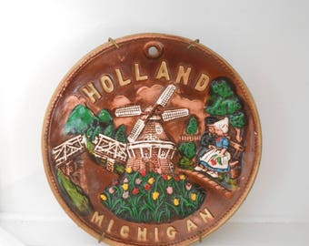 Souvenir Plate Holland / Michigan / Windmill / Tulips