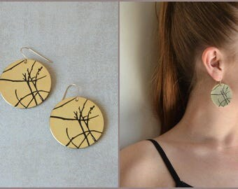 Round gold earrings, large circle earrings, Engraved earrings, Statement earrings, Art earrings, Gold dangles, Glack and gold earrings