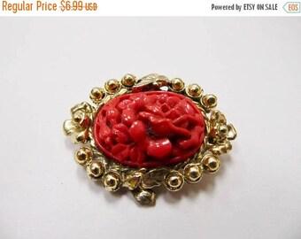 On Sale Vintage Molded Plastic Floral Pin Item K # 3215