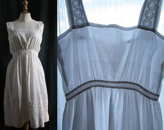 Lingerie 1920's, White dress/nightgown, embroidery, cotton.