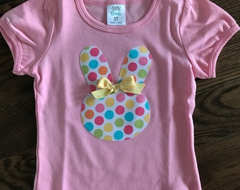 Light pink bunny appliqué shirt