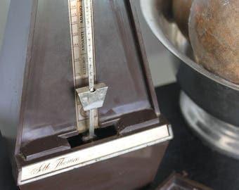 Vintage Seth Thomas Wind Up Metronome. Plastic and metal, Working,MCM decor, Musical Decor,Metronome De Maelzel Seth Thomas Clocks