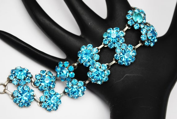 Blue rhinestone bracelet - double strand Link  -  Rhinestone flower - mid century - light baby blue bangle
