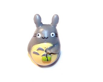 Miniature TOTORO who wears a small green vegetable 29 x 27 mm plastic