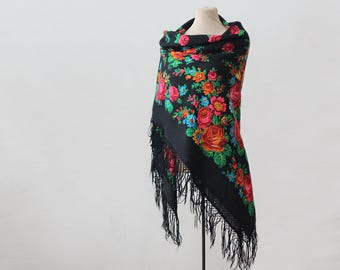 black Russian shawl with berries, dahlias and field flowers, piano shawl, botanical shawl, large shawl, wool throw, tasseled shawl, fringed