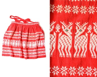 70s Woven Reindeer Christmas Patterned Kitchen Apron Red Green Small Medium Made in Guatemala