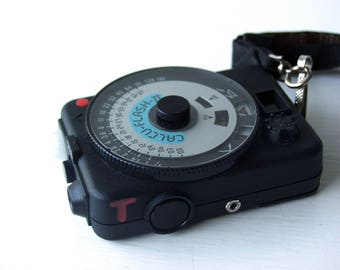 Quantum Instruments Calcu-Flash II Light Meter.  Digital Flash Meter.