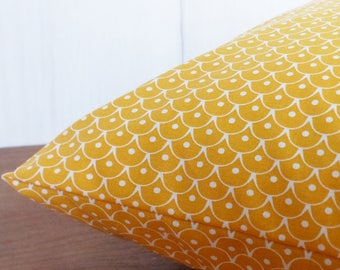 Cushion cover 40 x 40 cm yellow geometric scales
