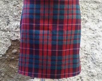 Line pattern skirt Scottish Burgundy