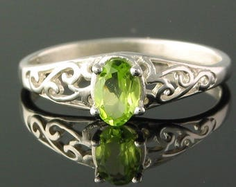 Filligree #W3848 Sterling Silver Ring with 6x4 mm Peridot