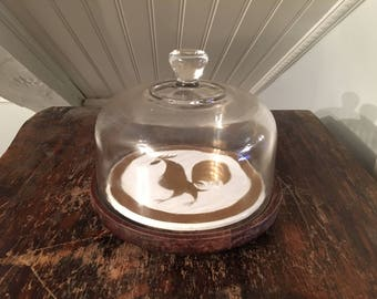 1950s Vintage 1960s Mid-Century Retro Cheese Plate Serving Dish Gold On White Rooster Design Ceramic Tile Inset Into Wood Stand Glass Cover