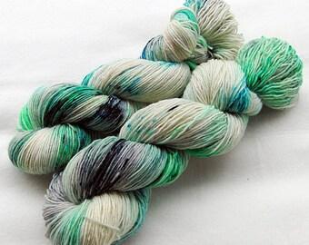 Handdyed SockYarn, 75 Wool, 25 Nylon 100g 3.5 oz. Nr. 153