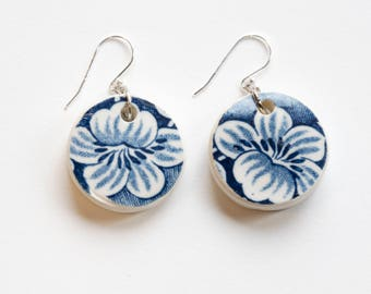 Porcelain double flower earrings with silver wire