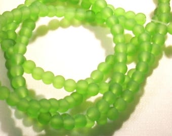 25 green frosted round beads 4 mm
