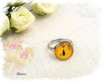 small cat ring black on yellow background glass and metal BA109