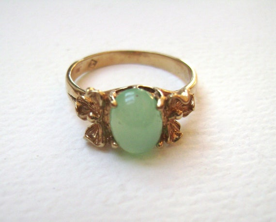 vintage 10k gold ring with green stone size 6
