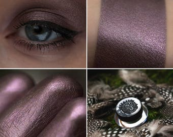 Eyeshadow: Instigating Owls - Druidess. Gray-lilac satin eyeshadow by SIGIL inspired.