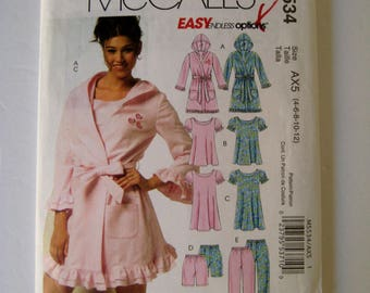 Pajama Sewing Pattern McCalls M5534 Hoodie Robe Nightgown Sleepwear Top Pants Size 4 6 8 10 UNCUT