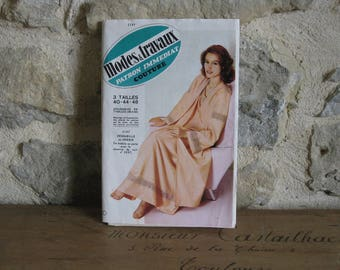 1980s sewing pattern, ladies dressing gown, long peignoir in silk and lace, Modes & Travaux 2197