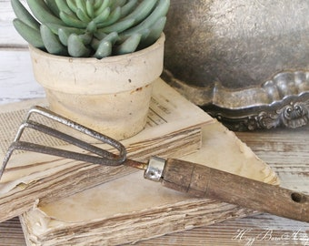 Vintage Garden Hand Tool CULTIVATOR Fork Wood Metal Farmhouse Country French Decor Fixer Upper Decor Industrial Salvage