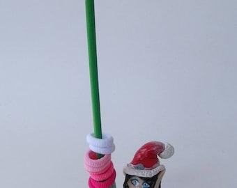 Porte chouchous, élastiques... bois et lutine de Noël en  porcelaine froide utile et pratique