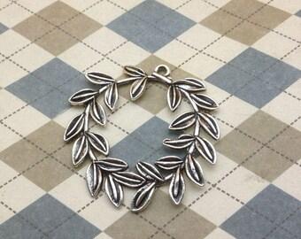 20 pcs of Antique Silver Olive Leaf Wreath Charms Pendants 38x38mm