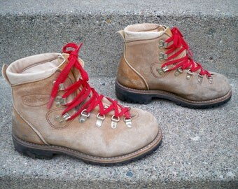 Vintage Dunham Trail Backpacking Hiking Mountaineering Brown Leather Women's Boots Size 7.5 Made in USA