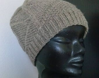 Warm hat, 100% pure untreated natural wool