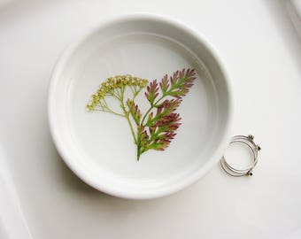 Fern and White Yarrow Ring Dish, White Jewelry Organizer, Ring Dish, Floral Ring Dish, Pressed Flower Dish, Trinket Holder