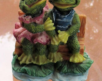 Retro Resin Frog Couple On Bench Figurine