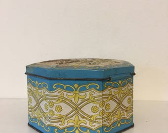 Vintage jewelry Tin Box