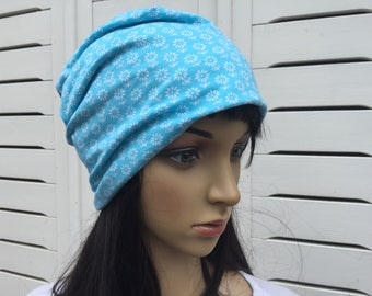 Beanie size S-M light blue with flowers