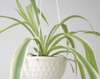 Hanging planter in porcelain with facet
