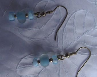 EARRINGS GOLD AND BLUE GLASS BEADS