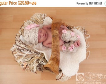 ON SALE 35% SALE Baby Girl Outfit - Baby Girl Hat and Leg Warmers - Newborn Baby Girl Outfit -Photography Photo Prop Set