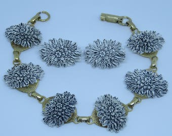 Pretty vintage Art Deco era carved molded celluloid flower link bracelet and earrings set