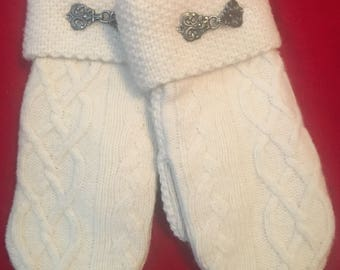 B25   Cableknit felted wool mittens size medium