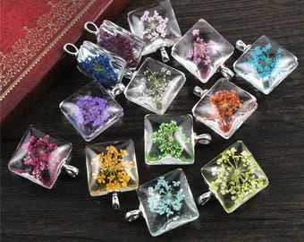 X 1 square glass pendant and dried flower