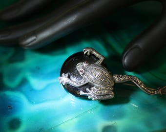 Vintage Sterling Silver Marcasite and Onyx Art Deco Frog Pin