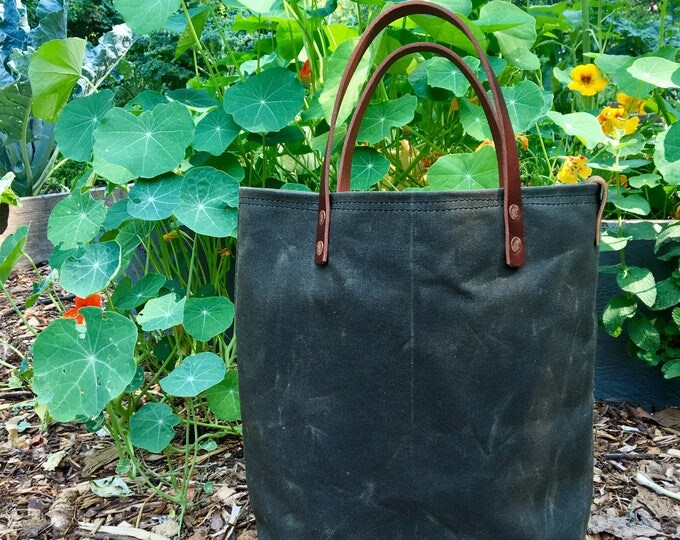 Scout - Waxed canvas bucket hand-held tote